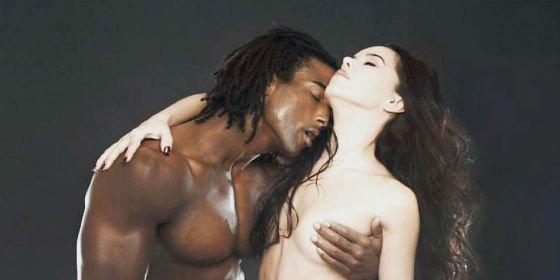 El Desnudo Integral De Beatriz Luengo Y Su Pareja Que Ha Incendiado