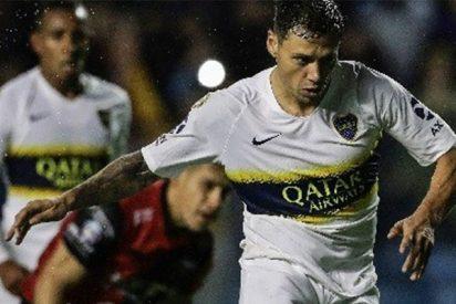 Así le clavan los tacos en las costillas a futbolista del Boca Juniors y el árbitro no pita falta