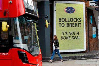 """""""Hasta los huevos del Brexit"""": La campaña de protesta de un millonario británico"""