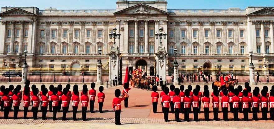 Escándalo en Buckingham Palace: encontraron más de 10.000 fotos de pornografía infantil en un ordenador