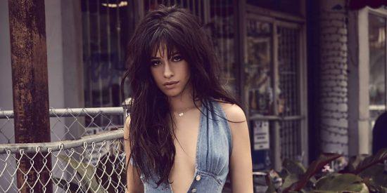 Camila Cabello se mete a la playa y se le marcaron desde los 'cocos' hasta la 'almeja'