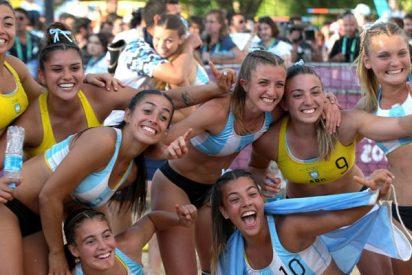 """Las Campeonas argentinas de beach handball responden a las críticas: """"La vestimenta no es lo importante"""""""