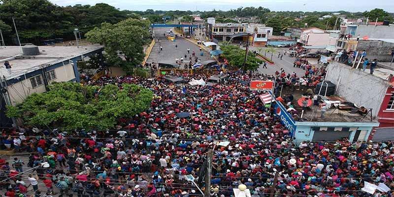 El presidente de México se apiada de los desventurados migrantes hondureños y abre la forntera a los niños
