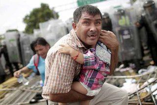 Muere un hondureño al caerse de uno de los camiones de la caravana migrante