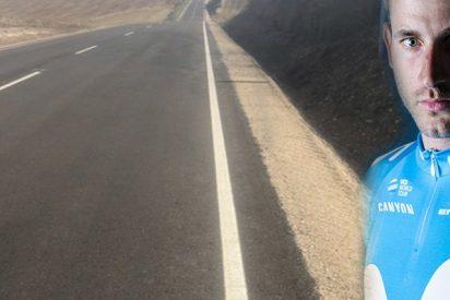 Esta foto subida por el ciclista Carlos Barbero a las redes sociales provoca gran indignación