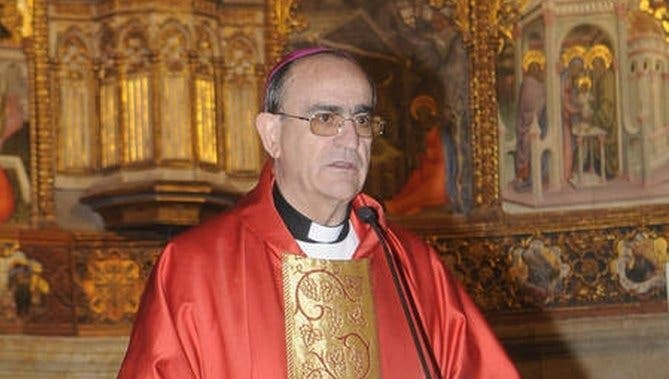 El obispo de Salamanca ofreció dinero a una víctima de abusos a cambio de su silencio