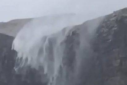 Un escocés graba este fenómeno natural inusual en una cascada