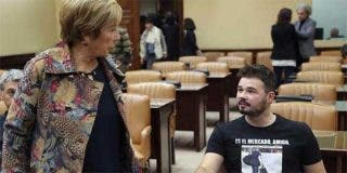 Rufián, amo y señor del Congreso sin que Pedro Quevedo se atreva a toserle: amenaza a Celia Villalobos y luce una camiseta de Rato entrando a prisión