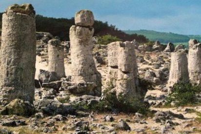 El inquietante misterio de las 350 'piedras clavadas' en la costa del Mar Negro