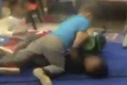 Los educadores de esta guardería en EE.UU. organizan combates de preescolares