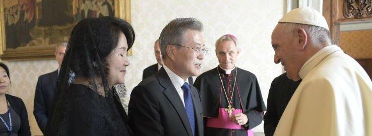 Francisco viajará a Corea del Norte si recibe una invitación oficial