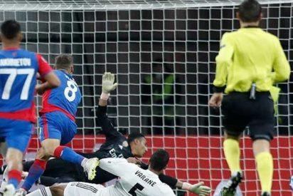 Rusia festeja la victoria del CSKA de Moscú 1-0 frente al Real Madrid
