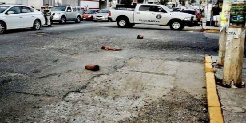 Crimen en México: cuerpos descuartizados por las calles de Acapulco mientras los conductores los ven y los pisan indiferentes (Vídeo explícito)