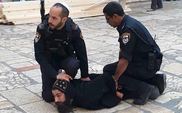 Detienen a un sacerdote copto ortodoxo en el Santo Sepulcro