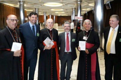 La Fundación Edelvives presenta 'Dios con nosotros' en el Sínodo sobre los jóvenes