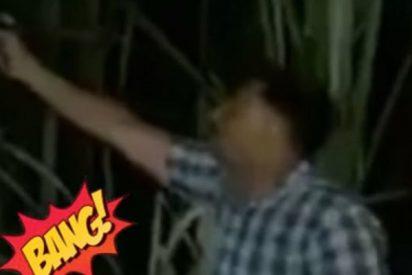 ¡Muy cutre!: Policías hacen con la boca el sonido de disparos mientras se enfrentan a unos criminales