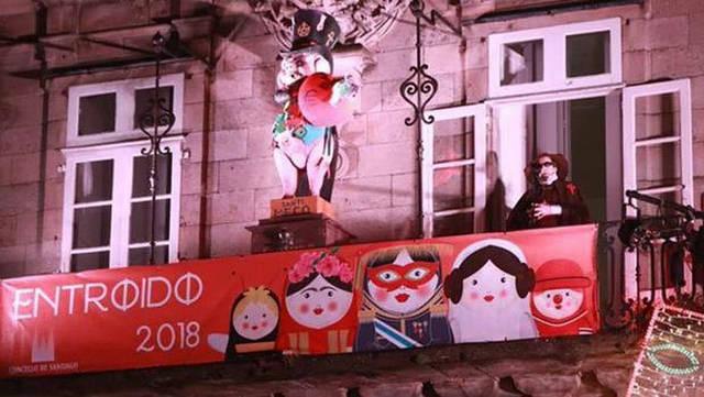 """Admitida querella contra un escritor por aludir a los """"huevos"""" del apóstol Santiago en el pregón de carnaval"""