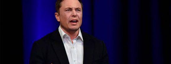 Contrademanda para Elon Musk: el estudiante que se acercó en coche para grabar un Tesla lo acusa por difamación