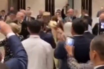 Macron y Trudeau lo petan con sus bailes en Ereván