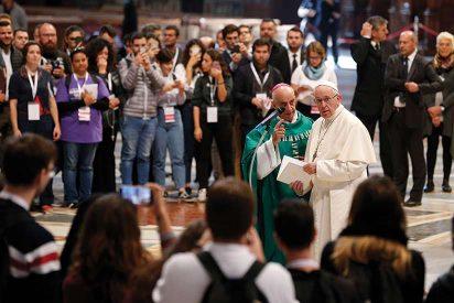 """El Sínodo aprueba """"avanzar hacia una Iglesia participativa y corresponsable"""" en la que no sólo voten los obispos"""