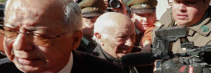 """El cardenal Ezzati se acoge a su derecho a no declarar y las víctimas le tachan de """"cobarde"""""""