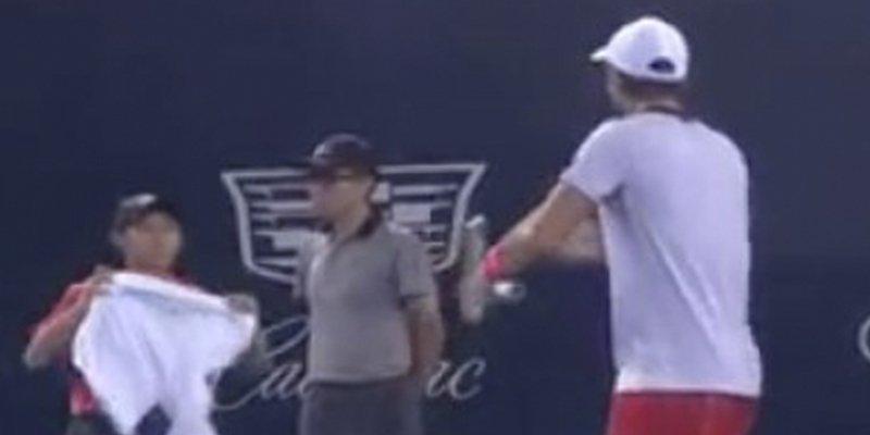 Las redes no perdonan este gesto del tenista español Fernando Verdasco con un recogepelotas
