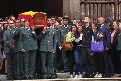 Con este dolor y orgullo cantan los familiares del guardia civil asesinado el himno de la Benemérita