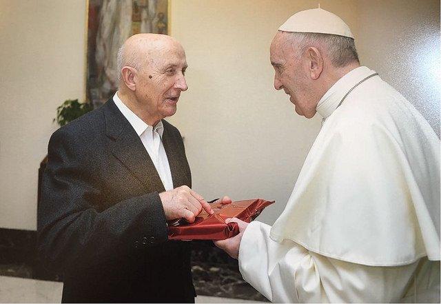 El teólogo Castillo visita Santander para traer la 'buena nueva' del Papa Francisco