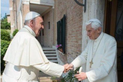 Francisco visita a Benedicto XVI en la víspera de la canonización de Pablo VI y Romero