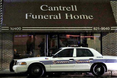 Descubren 11 cadáveres de bebés en descomposición en el techo de una funeraria en EE.UU.