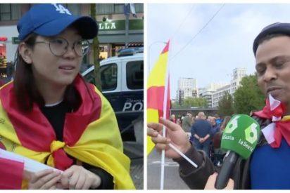 'El Intermedio' se burla de los inmigrantes que vendían banderas de España en el desfile de la Hispanidad