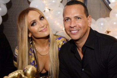 Jennifer López presume un nuevo anillo de diamantes, ¿Confirmación de su compromiso con Alex Rodríguez?