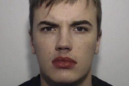 Esta curiosa foto de un delincuente en busca y captura genera una oleada de bromas en la Red