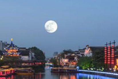 ¿Sabías que los chinos quieren fabricar una luna artificial para iluminar las calles en 2020?
