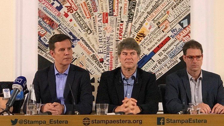 La Justicia chilena llama ahora la 'conciliación' en el 'caso Karadima', y las víctimas anuncian que no acudirán