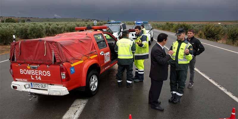 Muere un bombero al volcar el camión con el que luchaban contra el diluvio en Málaga