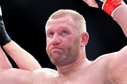 Este luchador ruso de MMA noquea a su rival en el último segundo del primer asalto