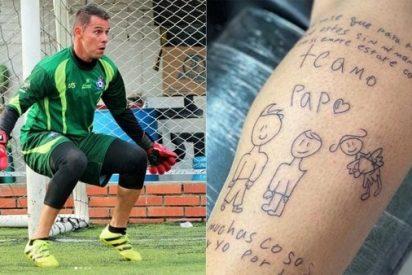 El conmovedor tatuaje de un futbolista colombiano: el dibujo que su hijo dedicó a su madre muerta por cáncer