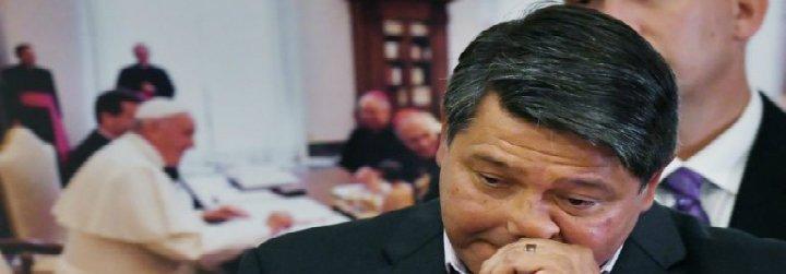 Una víctima de abusos en EEUU demanda al Vaticano para que revele todos los nombres de curas pederastas