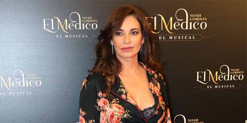 La bella Mariló Montero se pone el mundo por montera y posa en pijama y con lencería negra