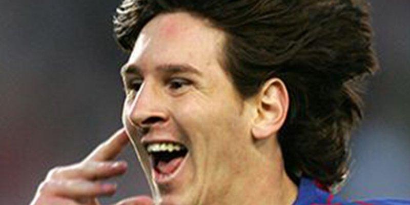Messi cumple 14 años jugando con el Barcelona