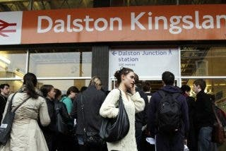 Agreden a una mujer en un tren de Londres por hablar en español