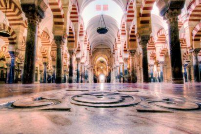 """El obispo de Córdoba pide a los que crean que la mezquita no es suya """"que vayan a los tribunales"""""""