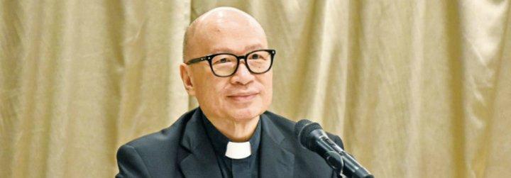 El obispo de Hong Kong respalda el acuerdo con China, pero reclama que Pekín libere a los clérigos encarcelados