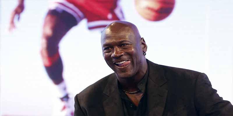 """Michael Jordan: El deportista más rico de la historia que ganó una """"miseria"""" como jugador activo"""