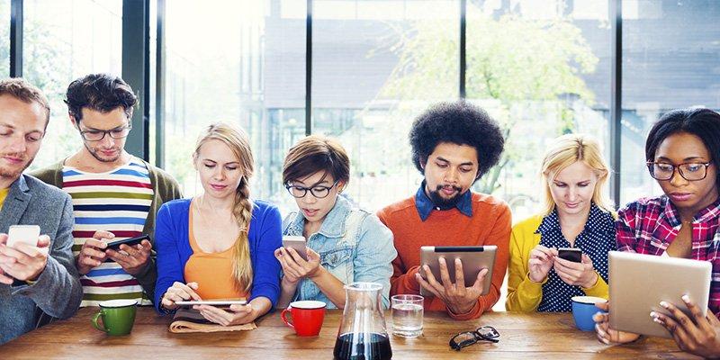 ¿Sabes qué están haciendo las casas de subastas de arte para atraer a los millennials?