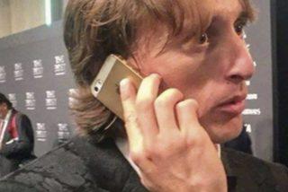 Esta imagen viral de Luka Modric usando un 'antiguo' iPhone no es lo que parecía
