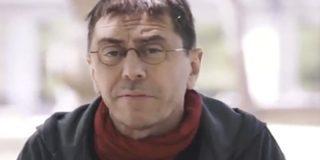 Monedero, candidato a la secretaria general de 'Gilipollas sin Fronteras' se graba haciendo el bufón para promocionar la escuela de Podemos