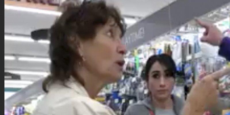 Detienen a esta mujer por acosar a dos latinas en un supermercado de EEUU mientras hablaban español