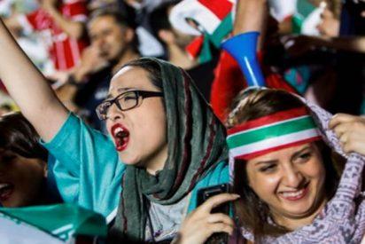 Por primera vez en 40 años, Irán permite a mujeres asistir a un partido de fútbol